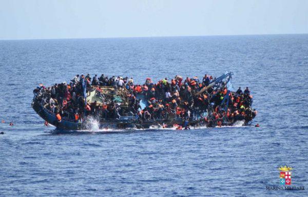 Migranti: barcone rovesciato con 600 a bordo. 5 morti. Si teme strage