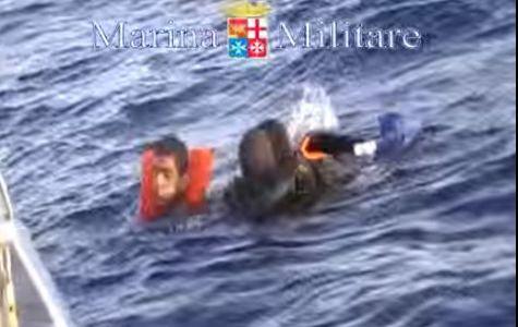 Migranti: affondati in 600. Si teme una nuova strage