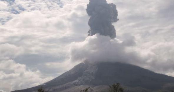 Indonesia: vulcano uccide almeno 7 persone