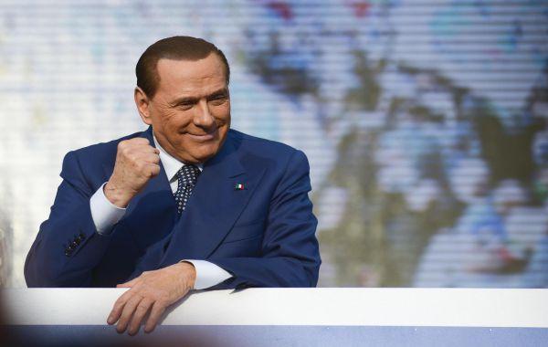 Berlusconi operato per 4 ore a cuore aperto. Tutto ok
