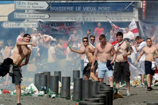 Francia vince, ma non convince. Altri 36 hooligans arrestati