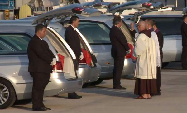 Strage Bangladesh: giunte a Roma le salme dei nove italiani uccisi