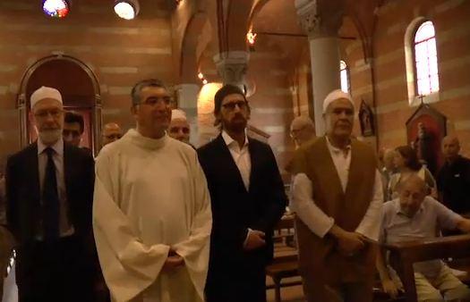 Migliaia di  islamici nelle chiese cristiane