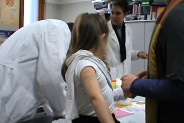 Rischio radiazione medici se sconsigliano vaccinazioni