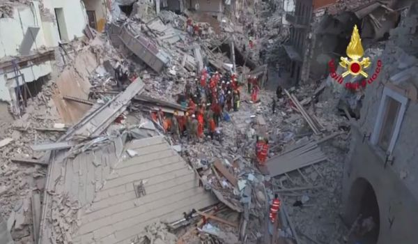 Terremoto: oltre 250 morti. Continuano le violente scosse