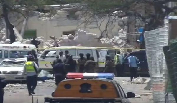 Mogadiscio: suicida si fa saltare con un camion bomba. Decine di morti