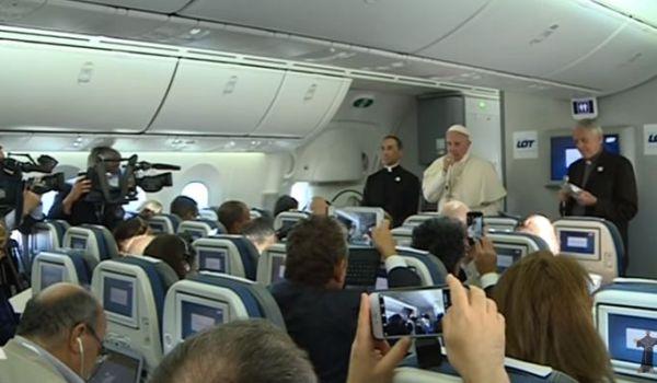Papa Francesco: le purghe di Erdogan? sto ancora studiando la situazione