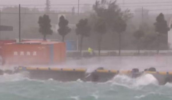 Tokyo: violento tifone mette a terra 400 voli