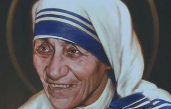 Madre Teresa è santa. Francesco: ha fatto vedere ai potenti le loro colpe verso i poveri