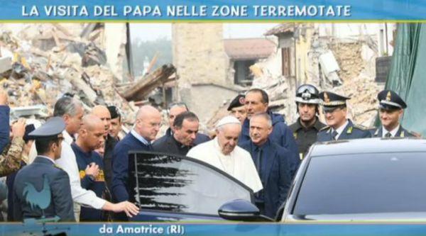 Il Papa nelle zone del terremoto dove la terra trema ancora