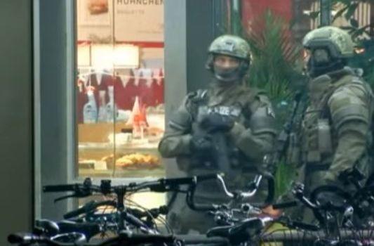Germania: neonazista spara alla polizia. Feriti quattro agenti