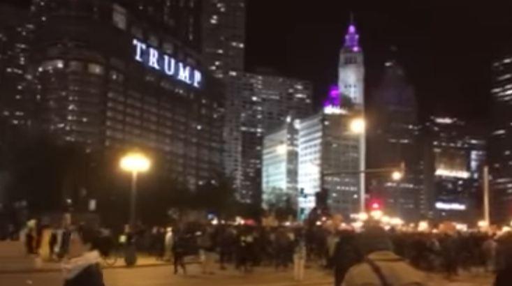Usa: la piazza contro Trump. Si riprendono le borse
