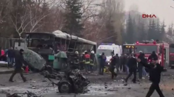 Turchia: 13 poliziotti morti per autobomba contro bus