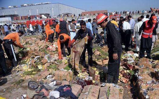Pakistan, attentato al mercato: il bilancio sale a 20 morti