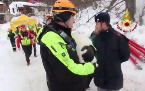 16 i morti ritrovati a Rigopiano. Restano 11 i superstiti