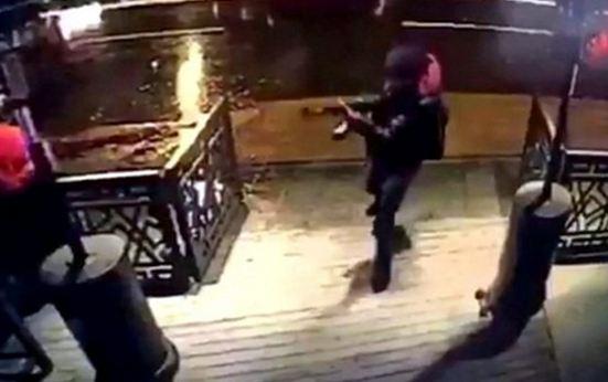Istanbul: continua la caccia al killer della discoteca. Salvi degli italiani