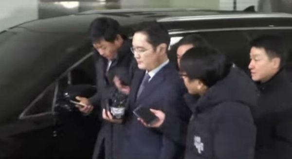 Samsung: arrestato l'erede della dinastia