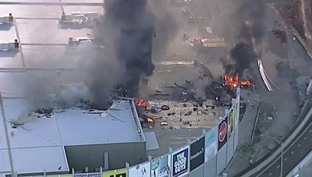Australia: aereo cade su centro commerciale. 5 morti