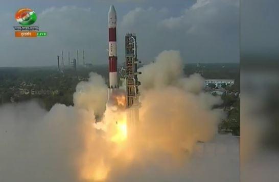 India: lanciati 104 satelliti tutti assieme