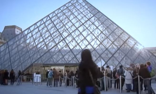 Parigi. Spari vicino al Louvre, chiuso il museo