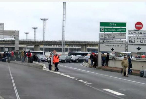 Parigi: ucciso uomo all'aeroporto di Orly. Era un pregiudicato