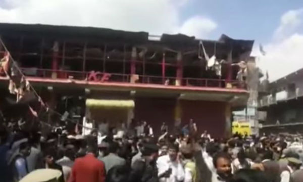 Pakistan: strage di sciiti in una moschea, 22 morti