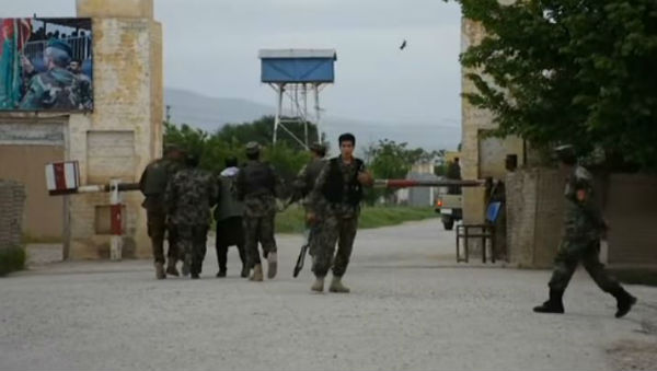 Talebani attaccano base in Afghanistan: 140 morti