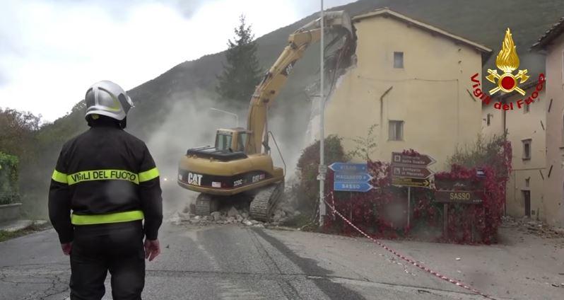 Terremoto: ancora scosse. Terremotati bloccano la Salaria per protesta