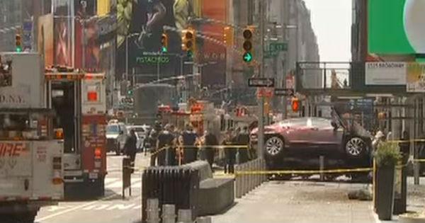 New York: drogato con auto sulla folla. Una ragazza morta, 23 feriti