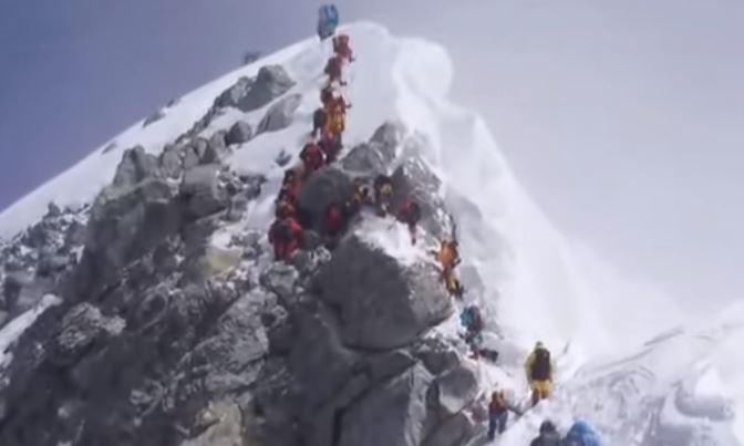 Everest: confermato il crollo nei pressi della vetta