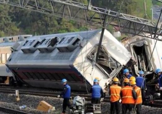 Grecia: treno deraglia. Tre morti