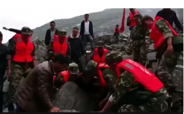 Frana spaventosa in Cina: oltre cento persone sepolte vive