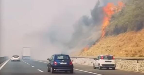 Spaventoso incendio sull'A1: chiusi alcuni svincoli sulla Roma-Firenze