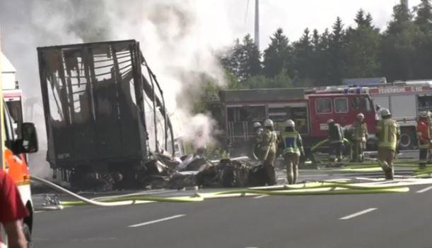 Germania: autobus in fiamme. 18 morti. Pensionati diretti in Italia