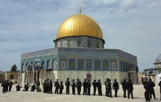 Gerusalemme: scontro a fuoco alla Spianata delle Moschee. Due poliziotti e tre palestinesi uccisi