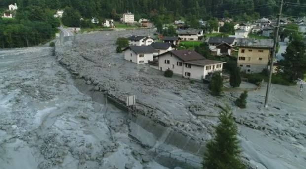 Svizzera: enorme frana al confine con l'Italia. 14 persone disperse