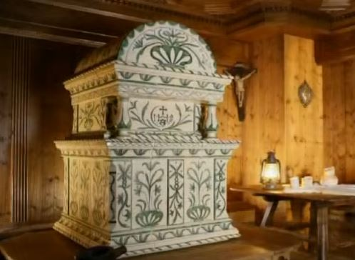 Stufe in Maiolica: una tradizione che unisce efficienza e bellezza