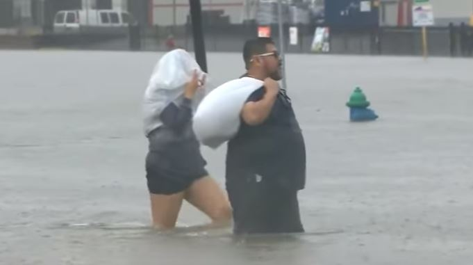 L'uragano Harvey spaventa gli Usa: evacuazioni e allarme in Texas
