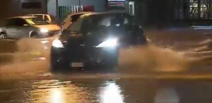 Disastro maltempo. A Livorno sei morti. Roma allagata