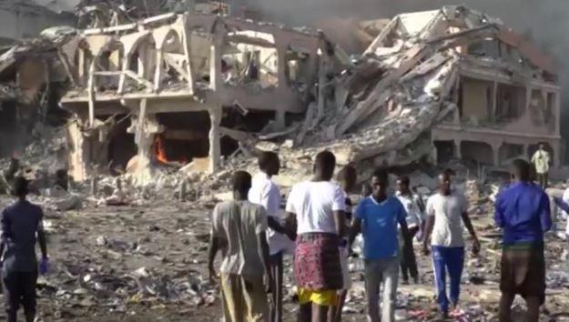 Somalia: 20 morti a Mogadiscio per esplosioni. Crollato un hotel