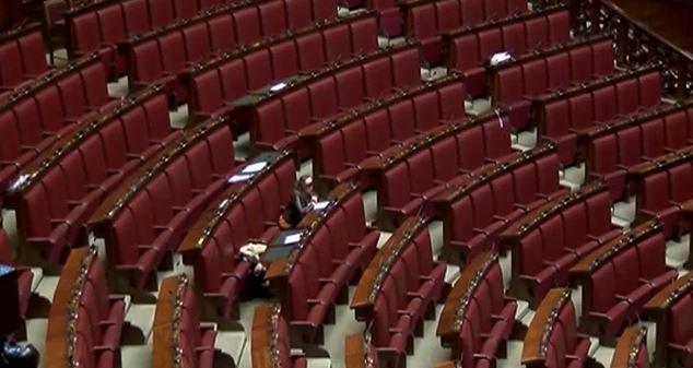 La girandola di deputati e senatori nel parlamento for Numero senatori e deputati in italia