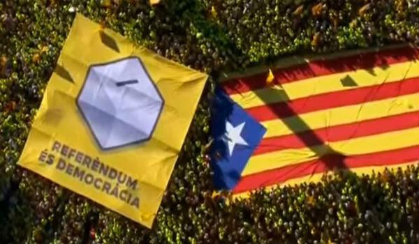 Spagna: si aggrava la crisi. Sospesa l'autonomia della Catalogna