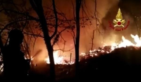 Ancora in fiamme Piemonte e Lombardia