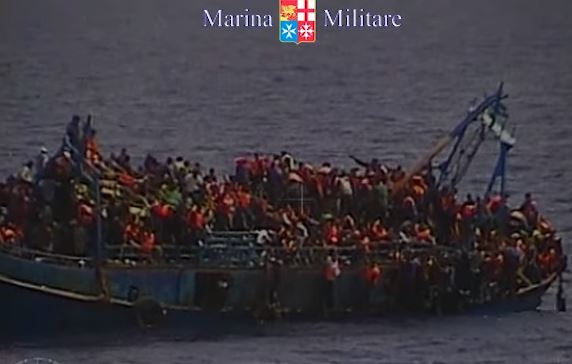 Migranti: nave a Salerno ne sbarca 400. 26 donne morte