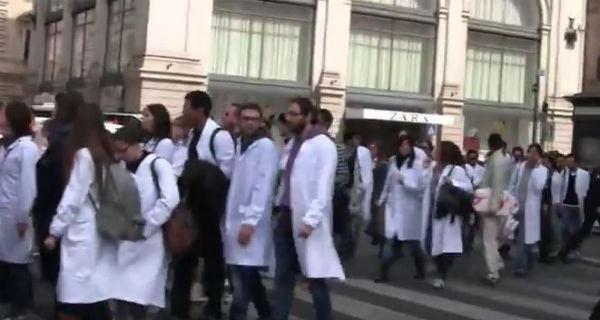 Sciopero medici di 24 ore. Saltano 40 mila interventi