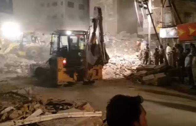 India: crolla hotel di 3 piani, 4 morti