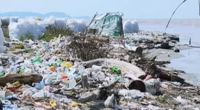 Plastica, scoperto un super enzima artificiale in grado di demolirla