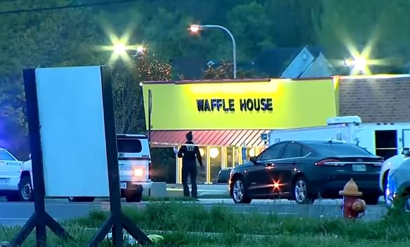 Usa: uomo nudo armato fa strage a Nashville. 4 morti