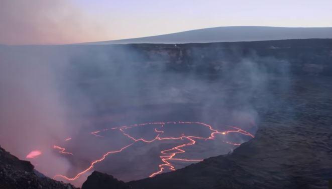 Hawaii: vulcano lancia ceneri a 9000 metri d'altezza