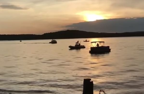 Barca affonda in un lago nel Missouri, almeno 11 morti
